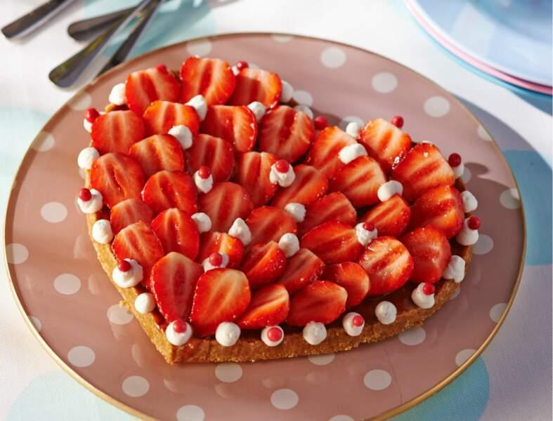Tarte aux fraises sans cuisson en forme de coeur
