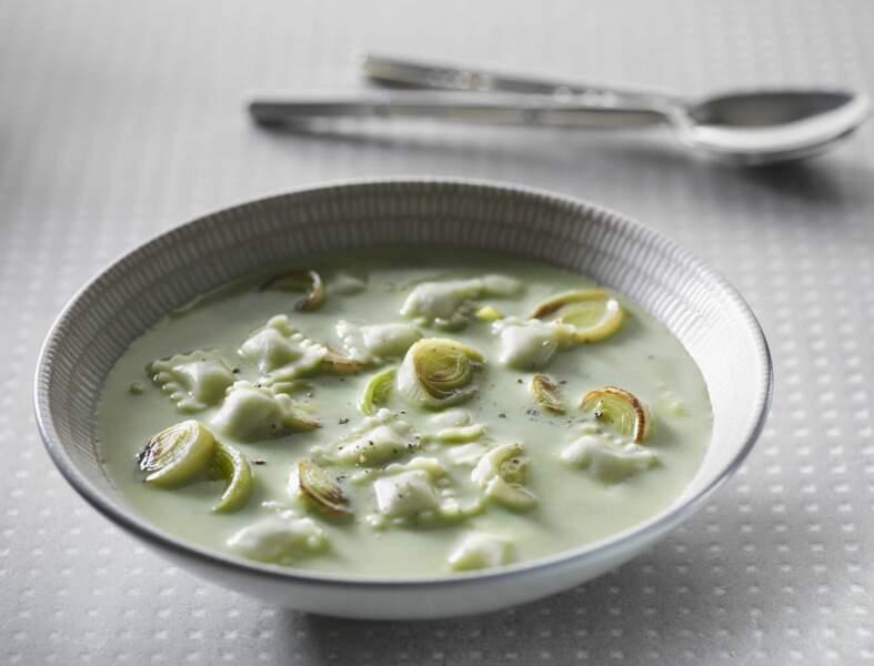 Soupe de ravioles aux poireaux caramélisés