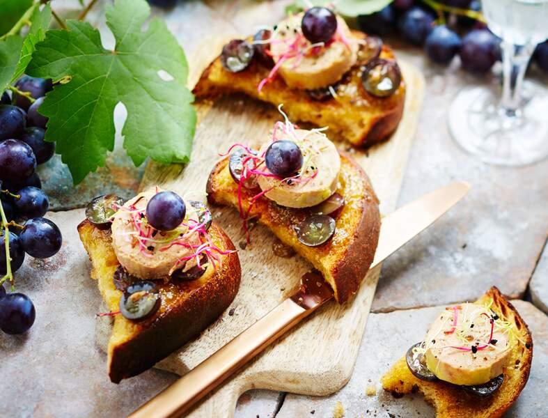 Crostinis de foie gras et raisin Muscat du Ventoux AOP prêt en 10 minutes
