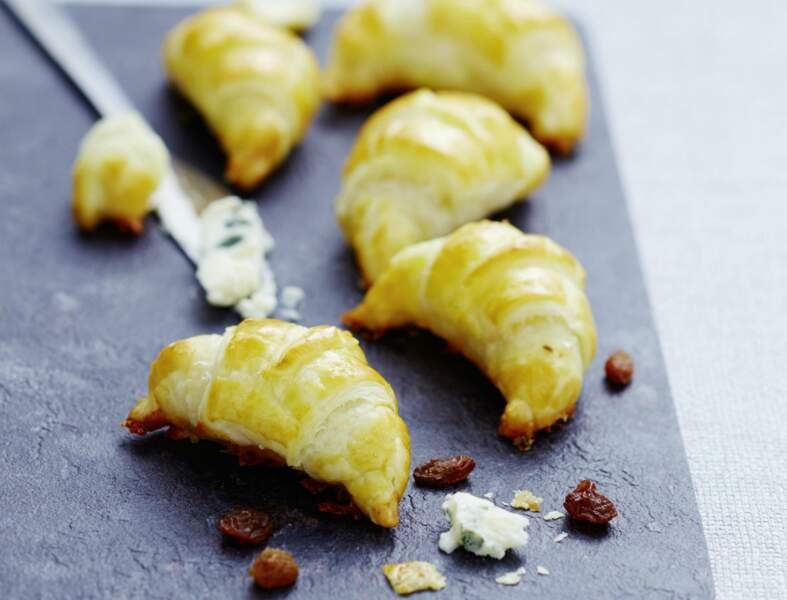 Mini-croissants au roquefort et aux raisins secs