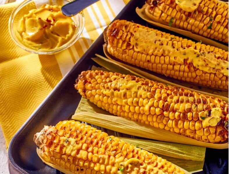 Epis de maïs grillés, beurre au curry et coriandre