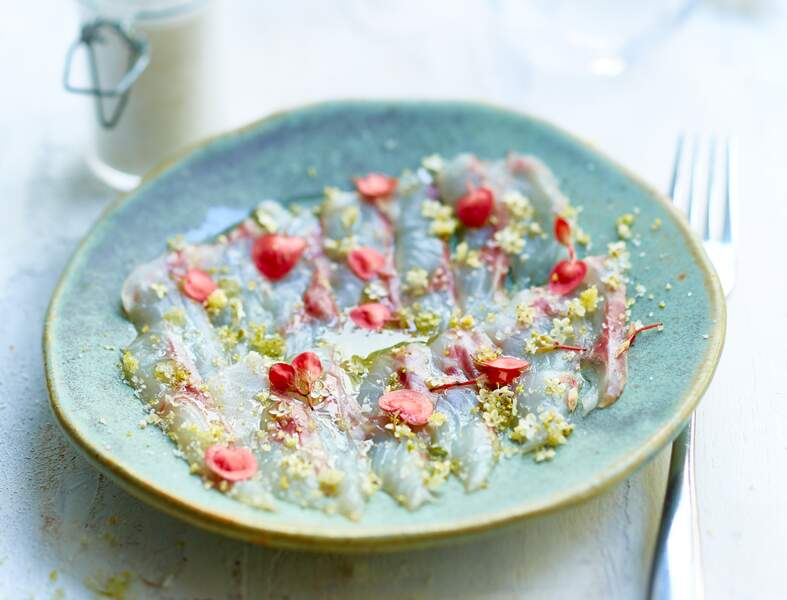 Sashimi de bar à la fleur de sel de Guérande et au sureau