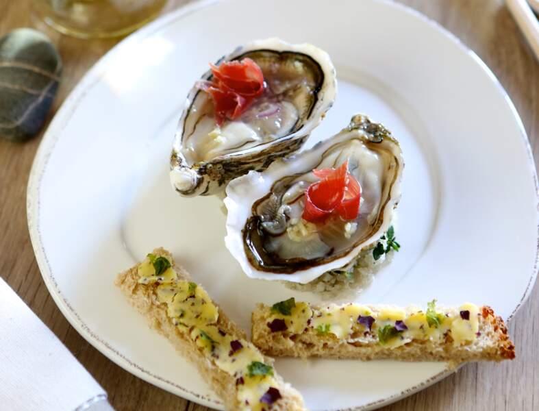 Huîtres, copeaux de jambon, mouillettes aux algues