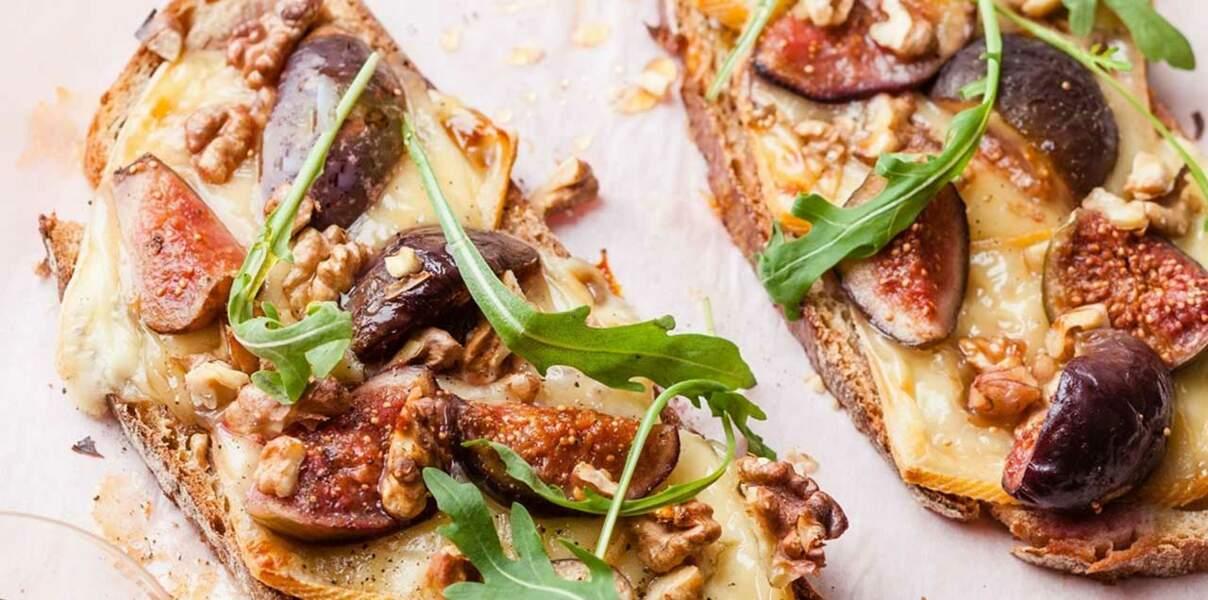 Tartines de figues rôties au miel et raclette