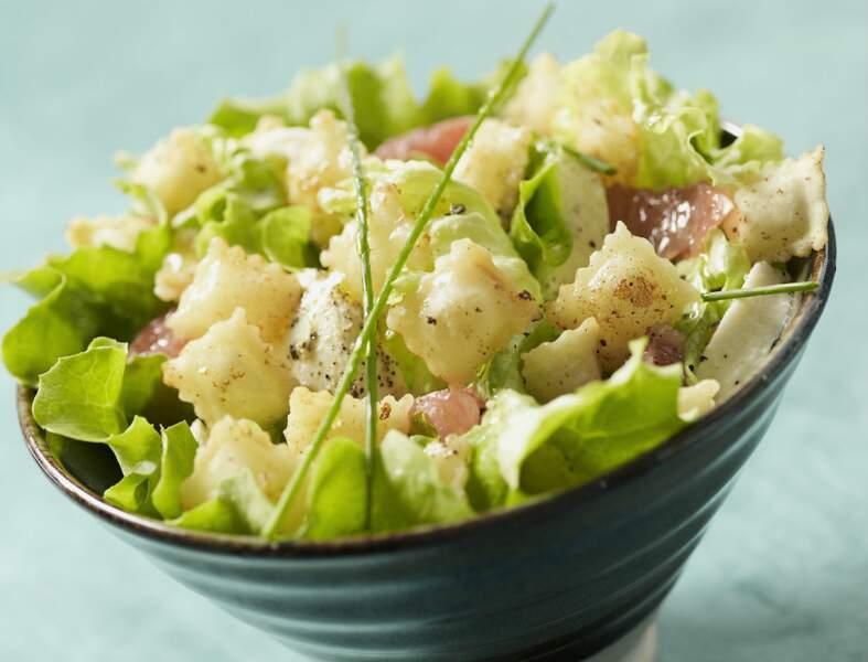 Salade d'été aux ravioles frites