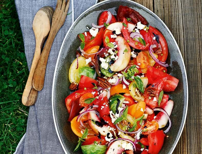 Salade de tomates à la feta et aux noix de pécan