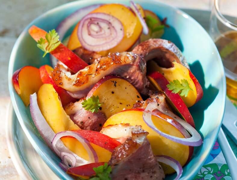 Salade de magrets marinés aux pêches, vinaigrette au miel