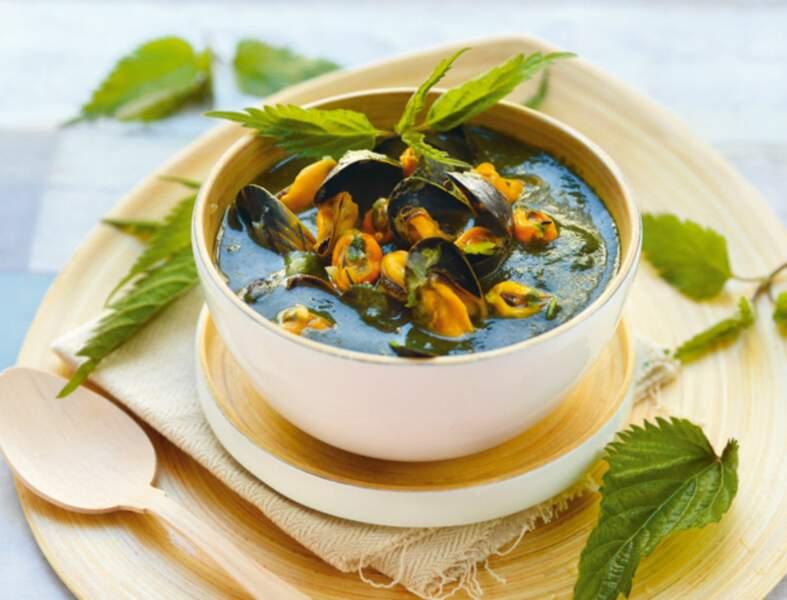 Soupe d'ortie aux moules et au lait de coco
