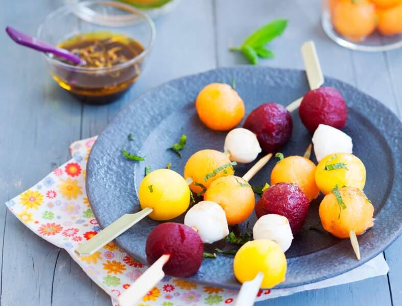 Brochettes de billes multicolores et sirop balsamique