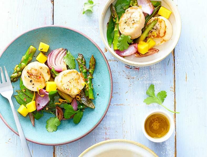 Noix de Saint-Jacques en salade printanière