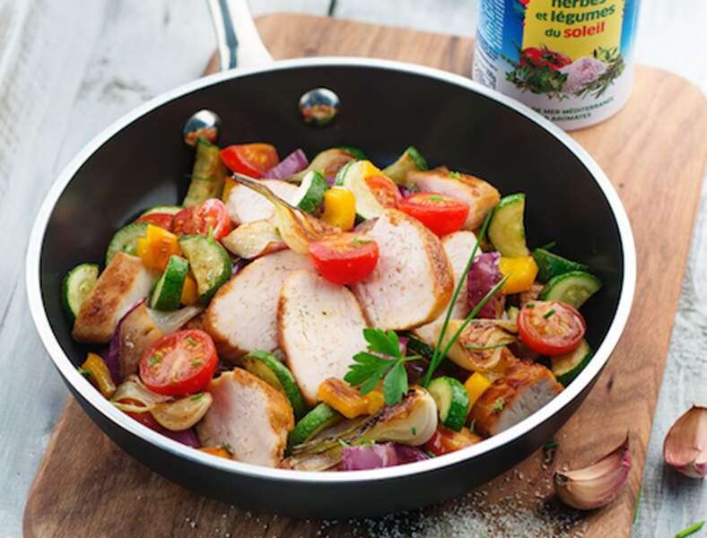Poêlée de légumes d'été et suprême de poulet grillé La Baleine®