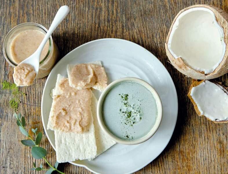 Tartines de coco et lait au thé matcha