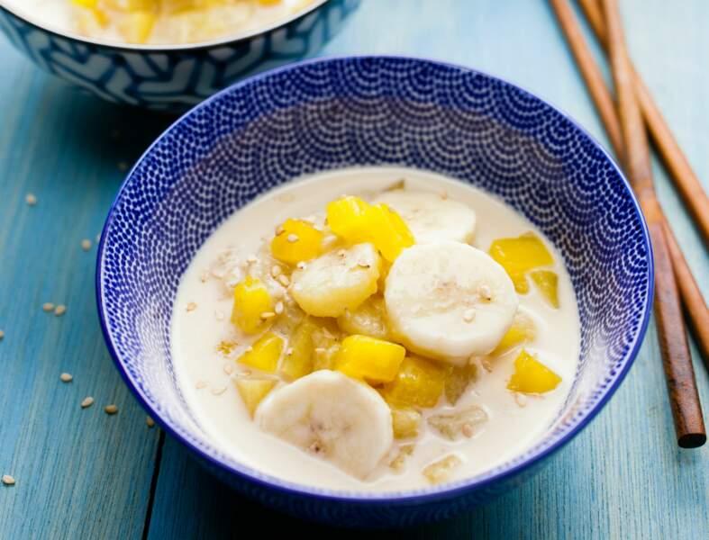 Soupe de lait de coco ananas-banane