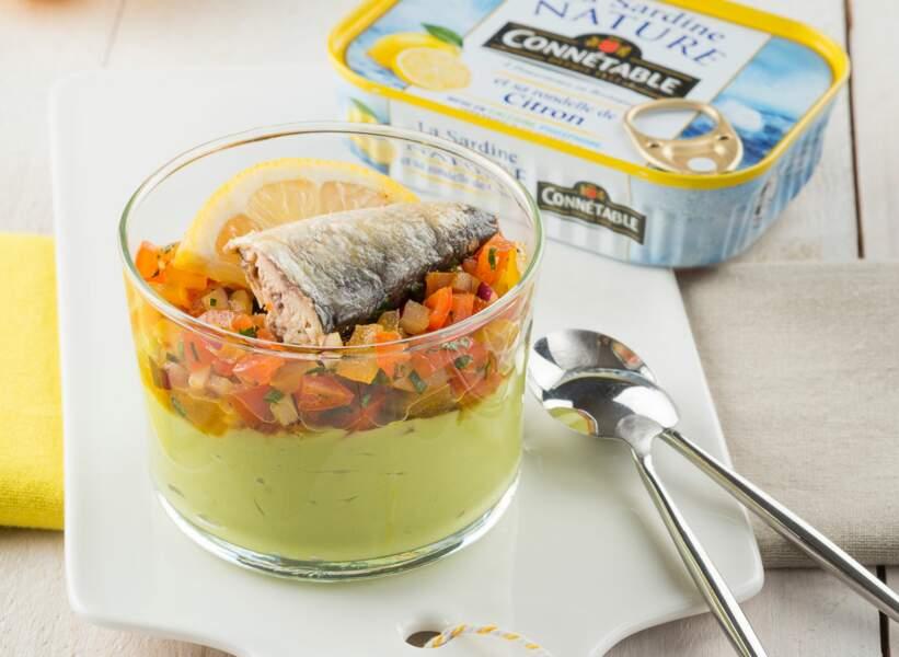 Verrine multicolore à la sardine et rondelle de citron