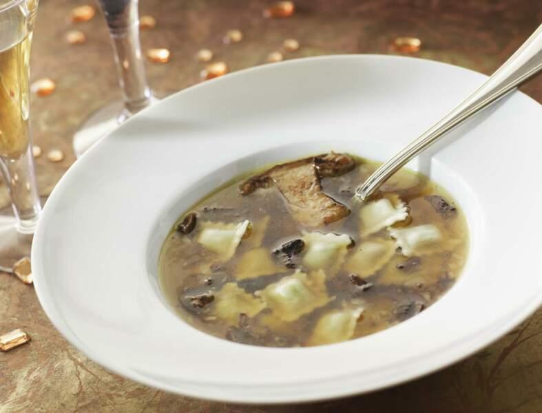 Menu « folie des grandeurs » - Bouillon de cèpes et ses ravioles au foie gras