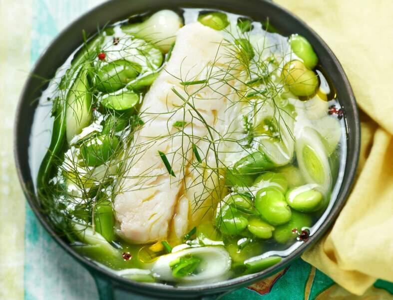 Cabillaud poché, bouillon citronné aux fèves et poireau