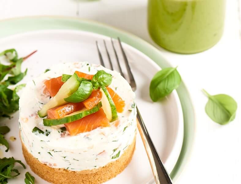 Cheesecake au saumon et son smoothie avocat et concombre au basilic