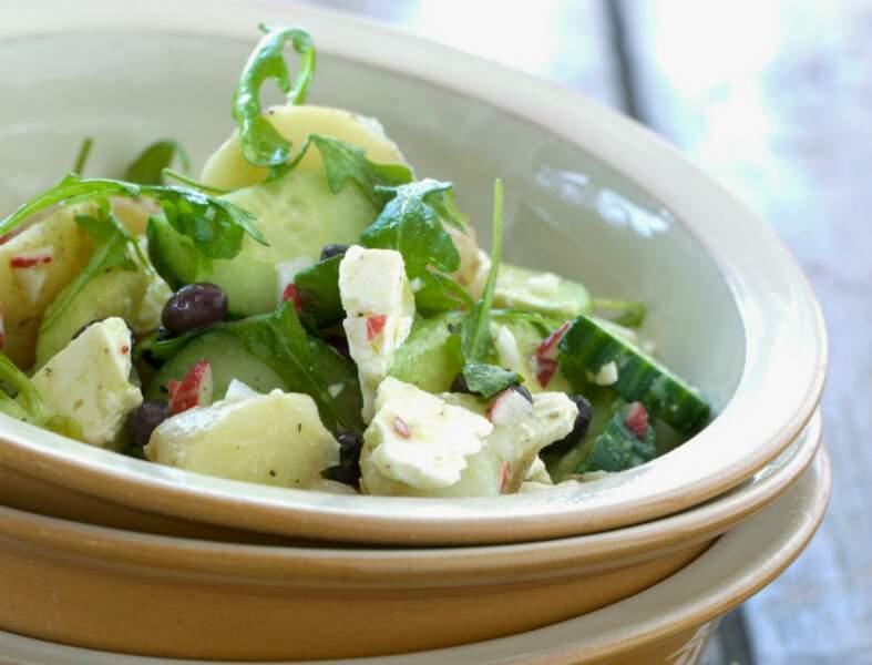 Salade de concombre au chèvre et olives