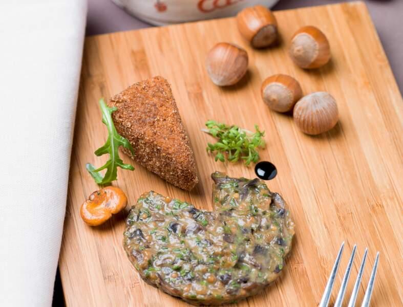 Camembert pané aux noisettes, moutarde et girolles