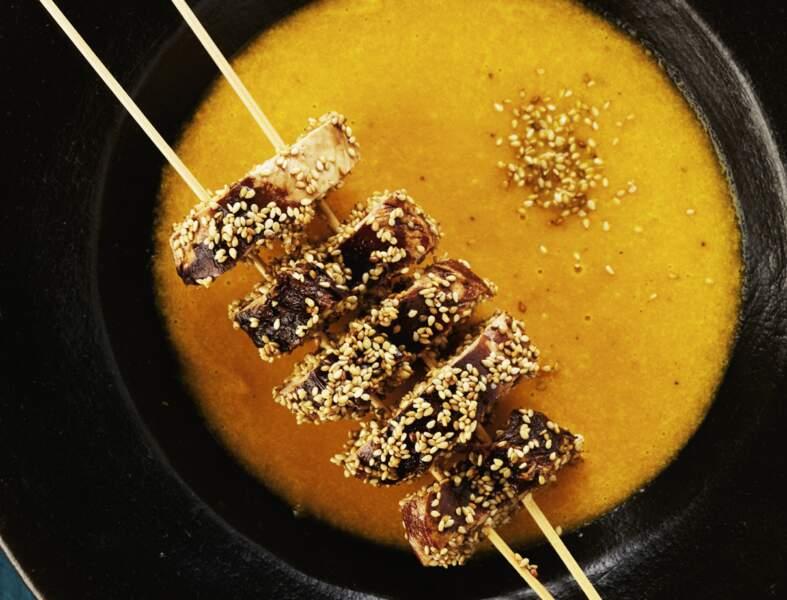 Potage carotte-poireau au gingembre, brochettes de poulet