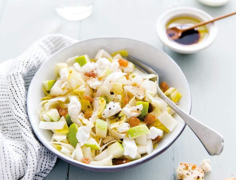 Salade d'endives aux pommes, chèvre et raisins secs