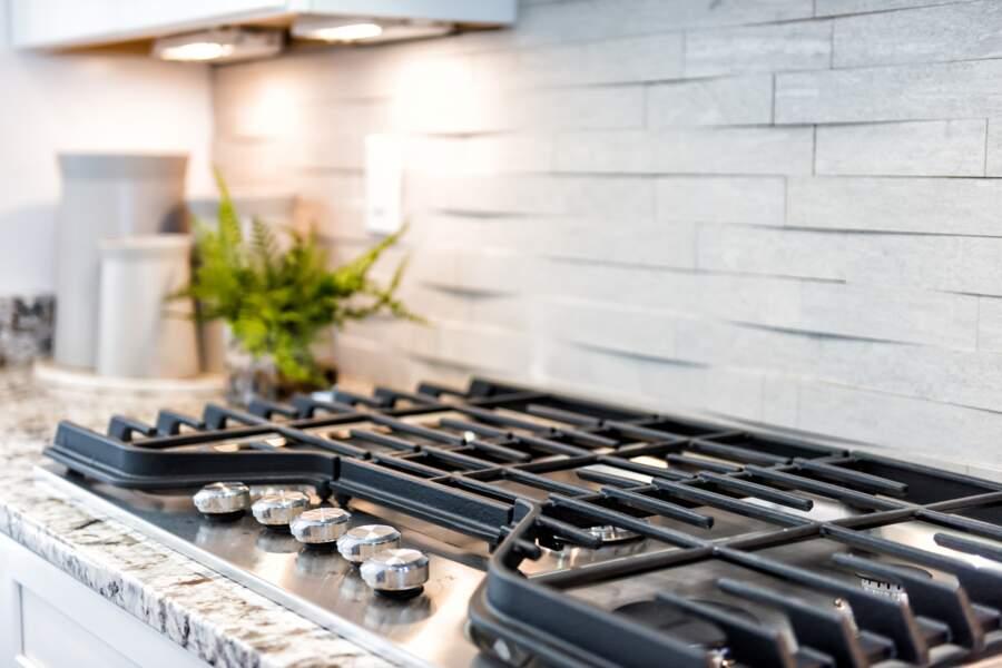 Tous nos conseils pour bien nettoyer une plaque de cuisson à gaz