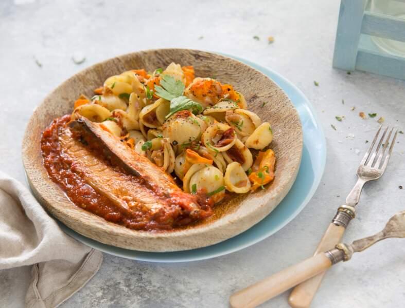 Maquereaux arrabbiata, salade d'orecchiette, tomate séchée et carottes rôties