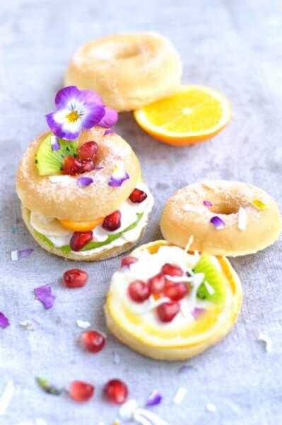 Donuts à la crème et aux fruits