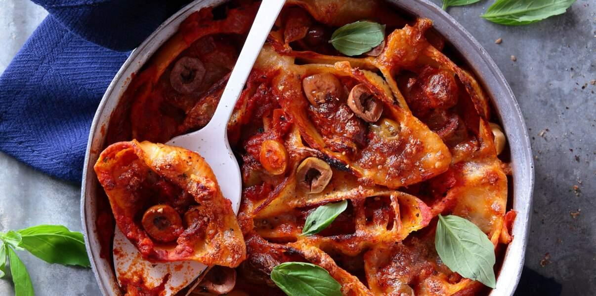 Gratin de conchiglioni à la sauce tomate et aux olives à la provençale
