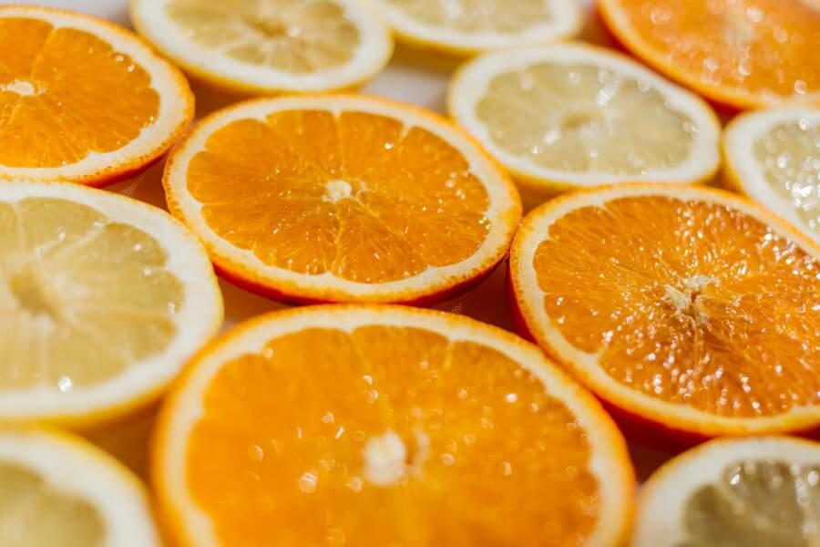 Pourquoi il ne faut pas jeter ses peaux d'orange et de citron ?