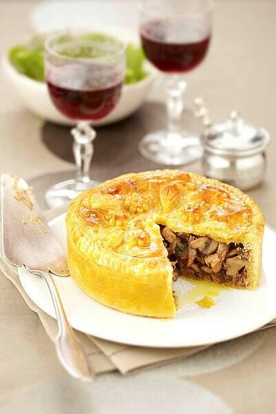 Tourte au foie gras, confit et champignons