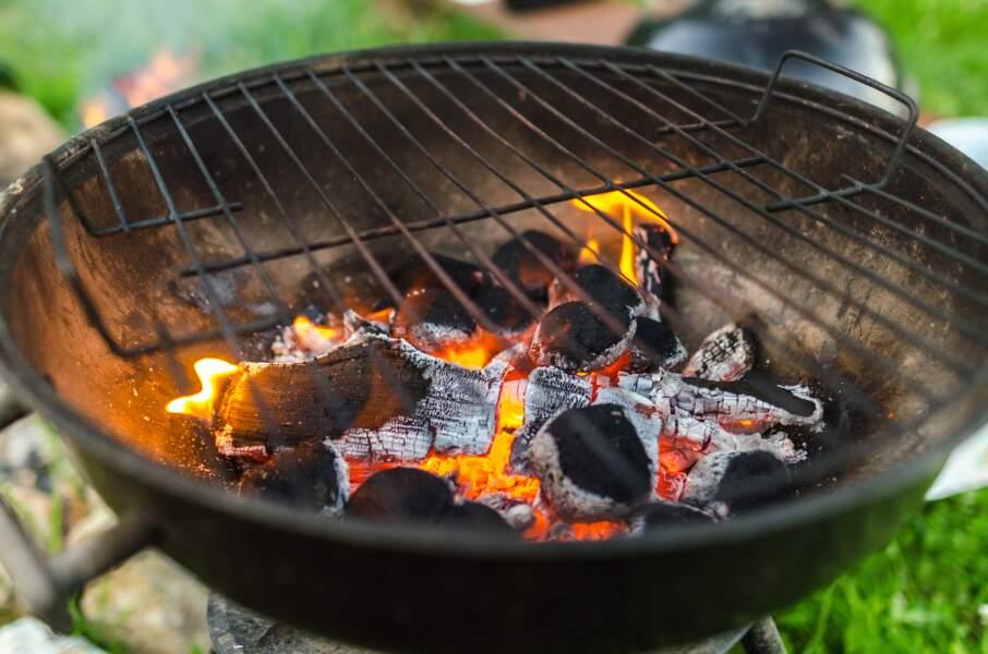 7 astuces efficaces pour nettoyer la grille du barbecue