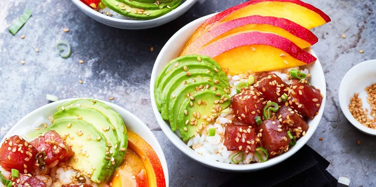 Poke bowl thon mariné, mangue et avocat