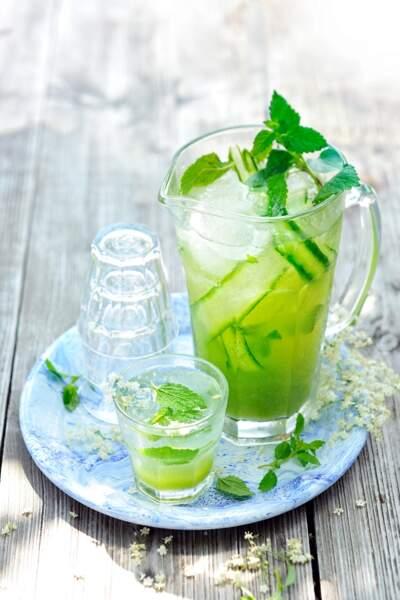 Limonade à la fleur de sureau et au concombre