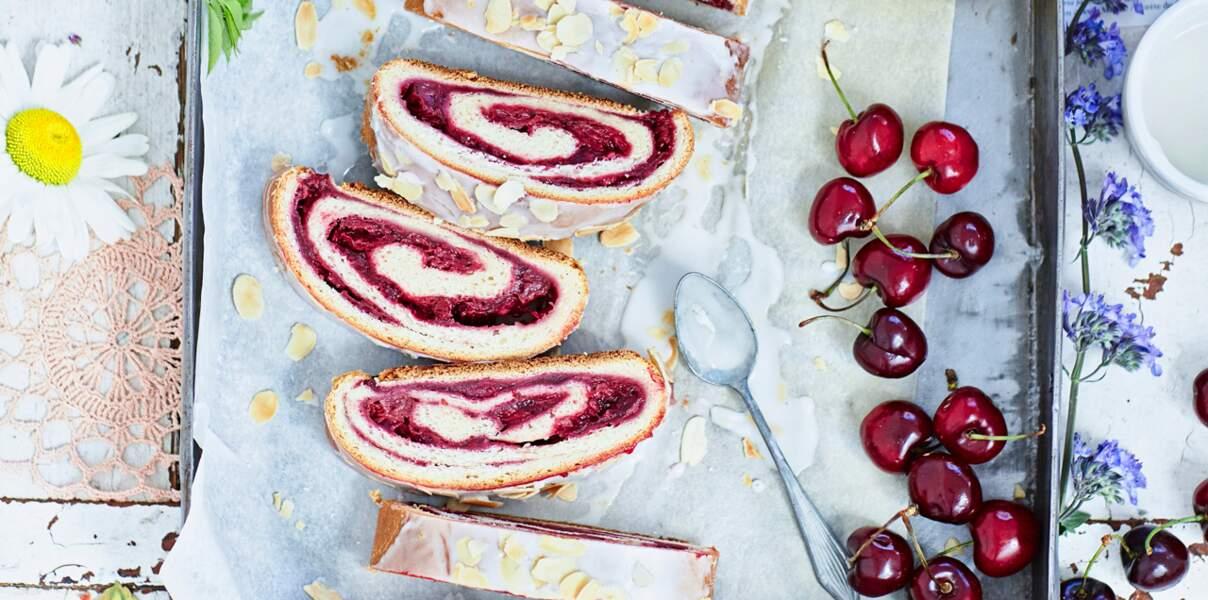 Gâteau roulé aux cerises de nos régions
