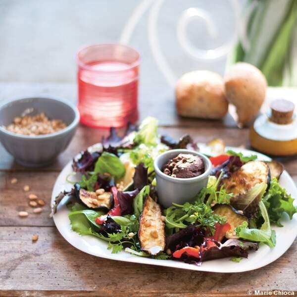 Salade Toscane, mesclun et légumes grillés, tapenade noire
