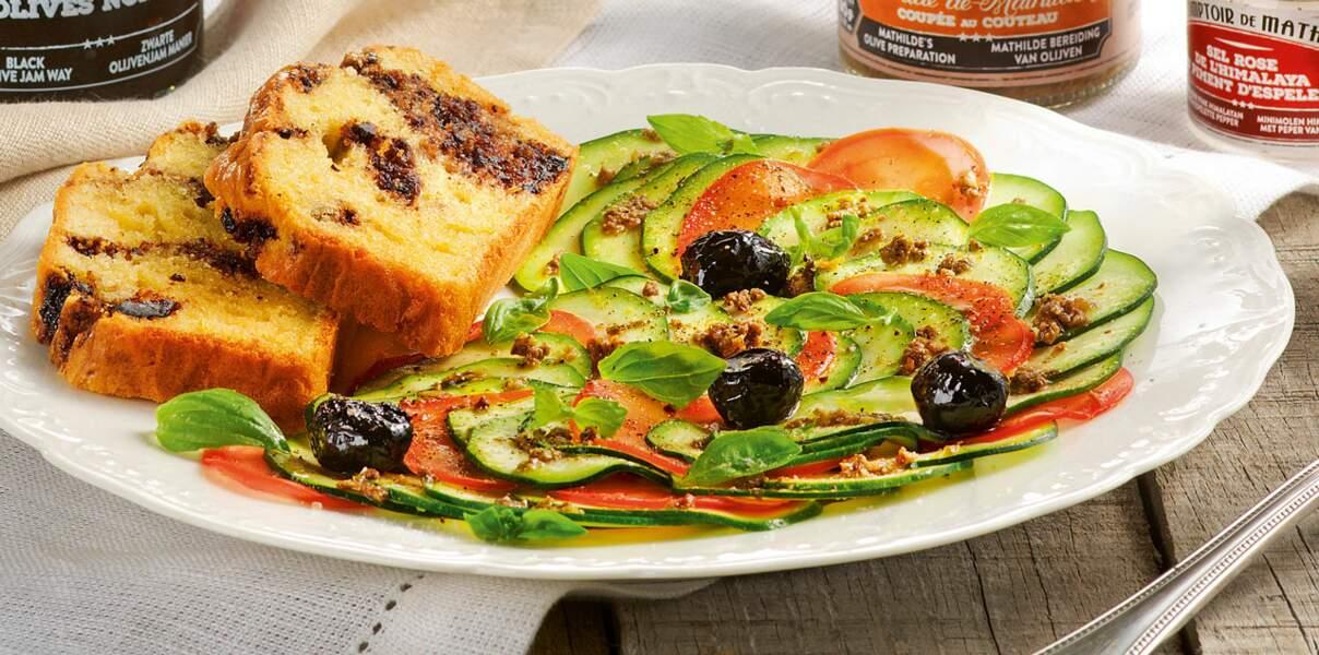 Cake marbré, confiture d'olives noires et carpaccio de courgettes