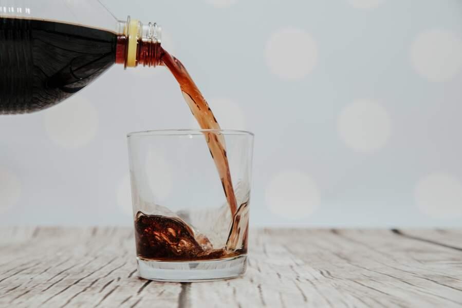 Astuces ménage : pourquoi ne faut-il pas jeter son fond de coca