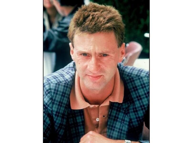 En 1985, l'acteur a 35 ans et coupe ses cheveux longs