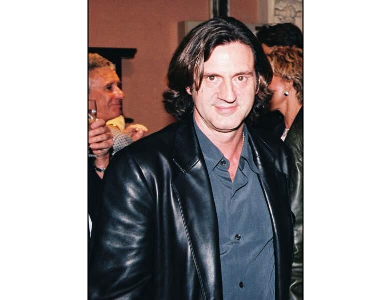L'année suivante (1997), il a les cheveux longs