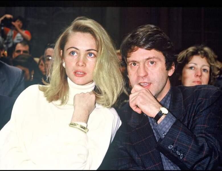 En 1987, il assiste à un défilé Dior avec Emmanuelle Béart, sa compagne