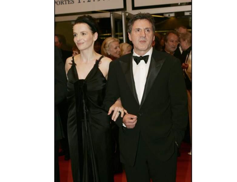 2005 : Daniel Auteuil est photographié avec Juliette Binoche à Cannes