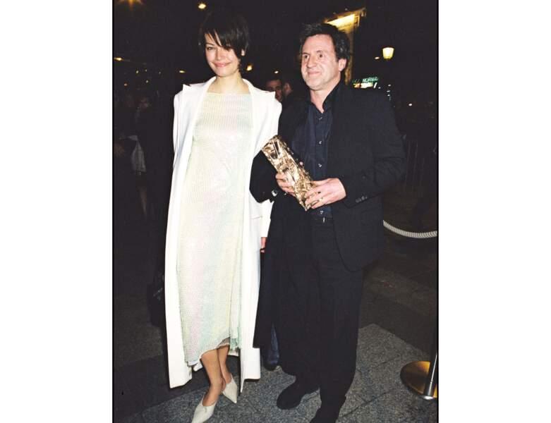 2000 : il est pris en photo au côté de sa compagne de l'époque, Marianne Denicourt