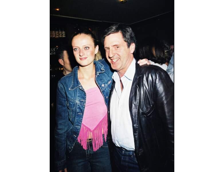 La même année, il est pris en photo avec sa fille Aurore