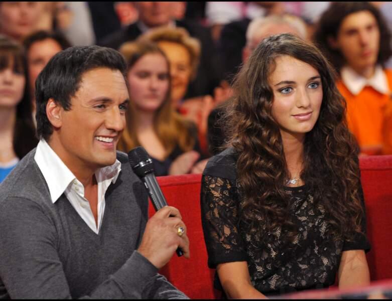 2011 : la chanteur participe à l'émission Vivement dimanche avec sa fille Léah