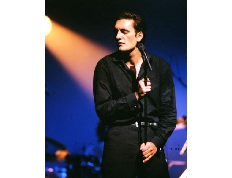 Le chanteur se produit à l'Olympia