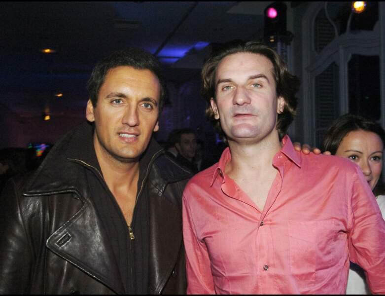 La même année, le chanteur est photographié avec Frédéric Beigbeder