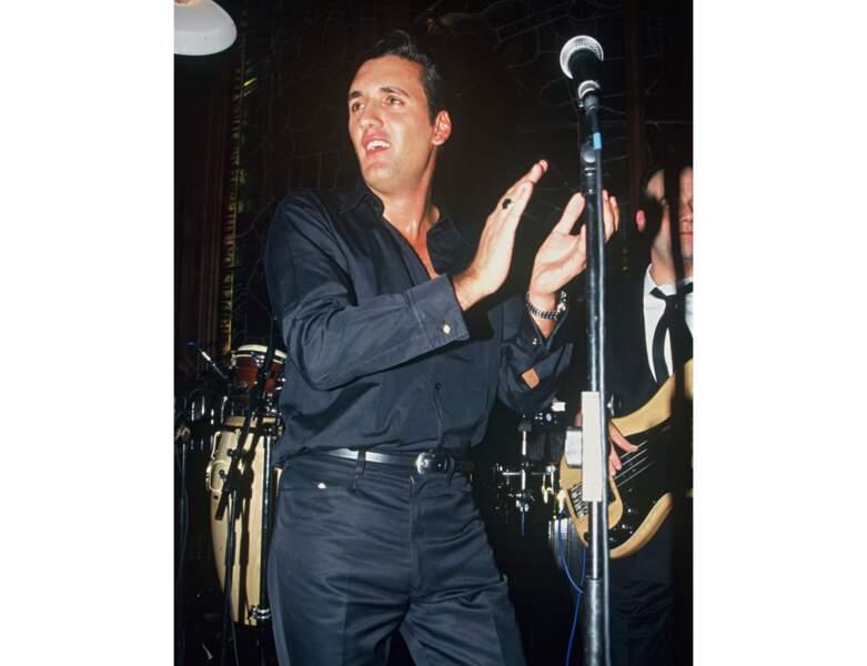 Le voici en 1995 sur scène : il a 30 ans