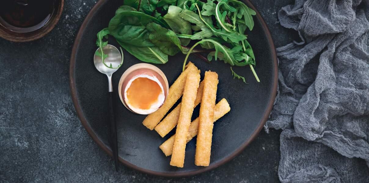 Œuf à la coque et frites de polenta au parmesan