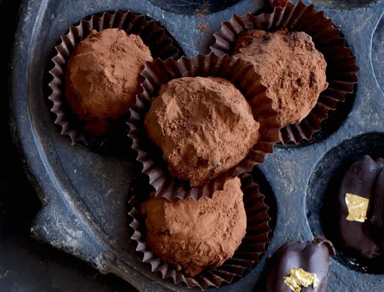 Truffes au chocolat et raisins au rhum